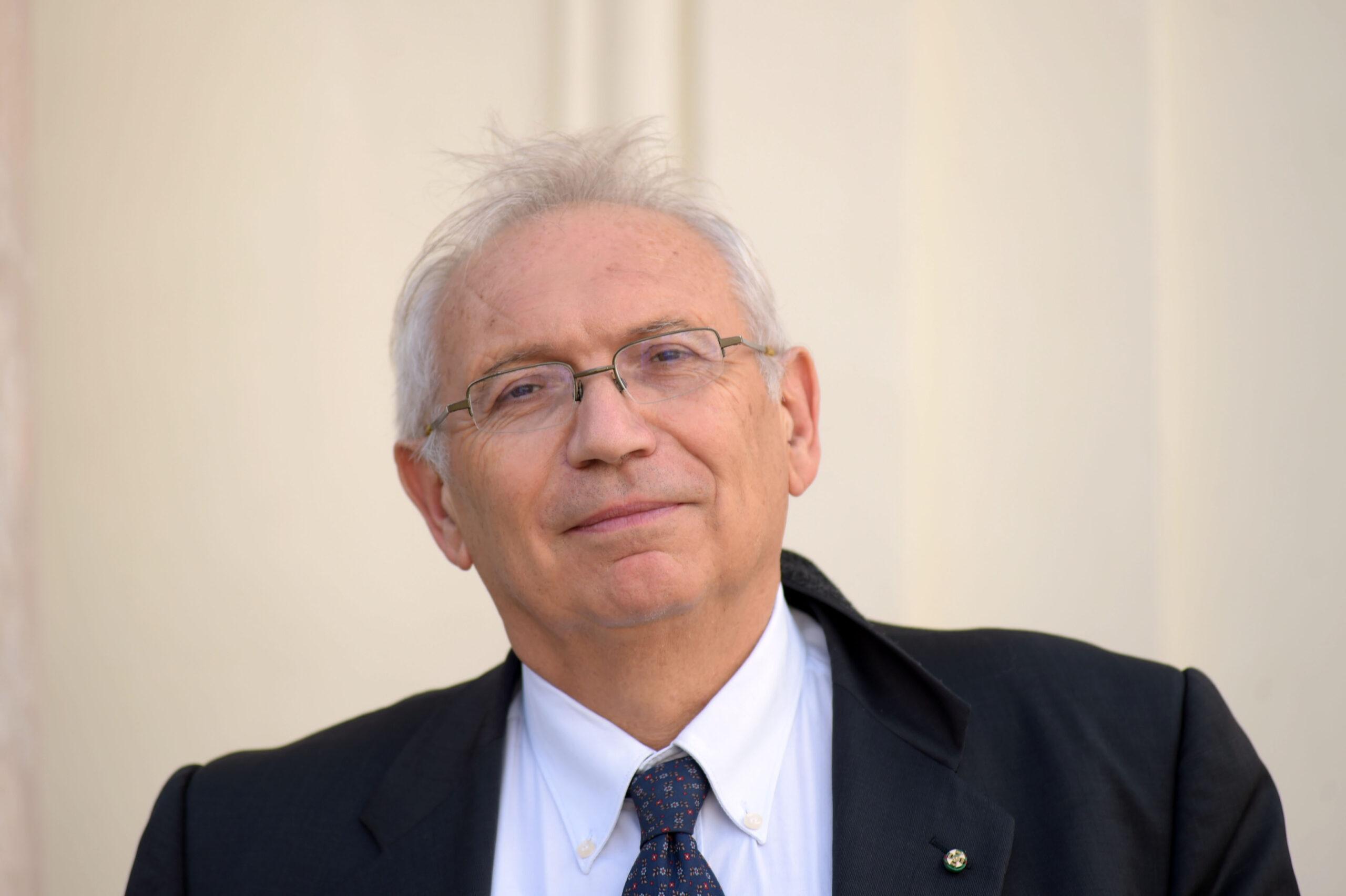 foto del ministro della pubblica istruzione